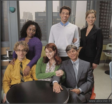 The cast of Less Than Perfect, Sara Rue - center