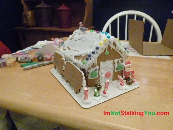 MERRY CHRISTMAS-gingerbread station